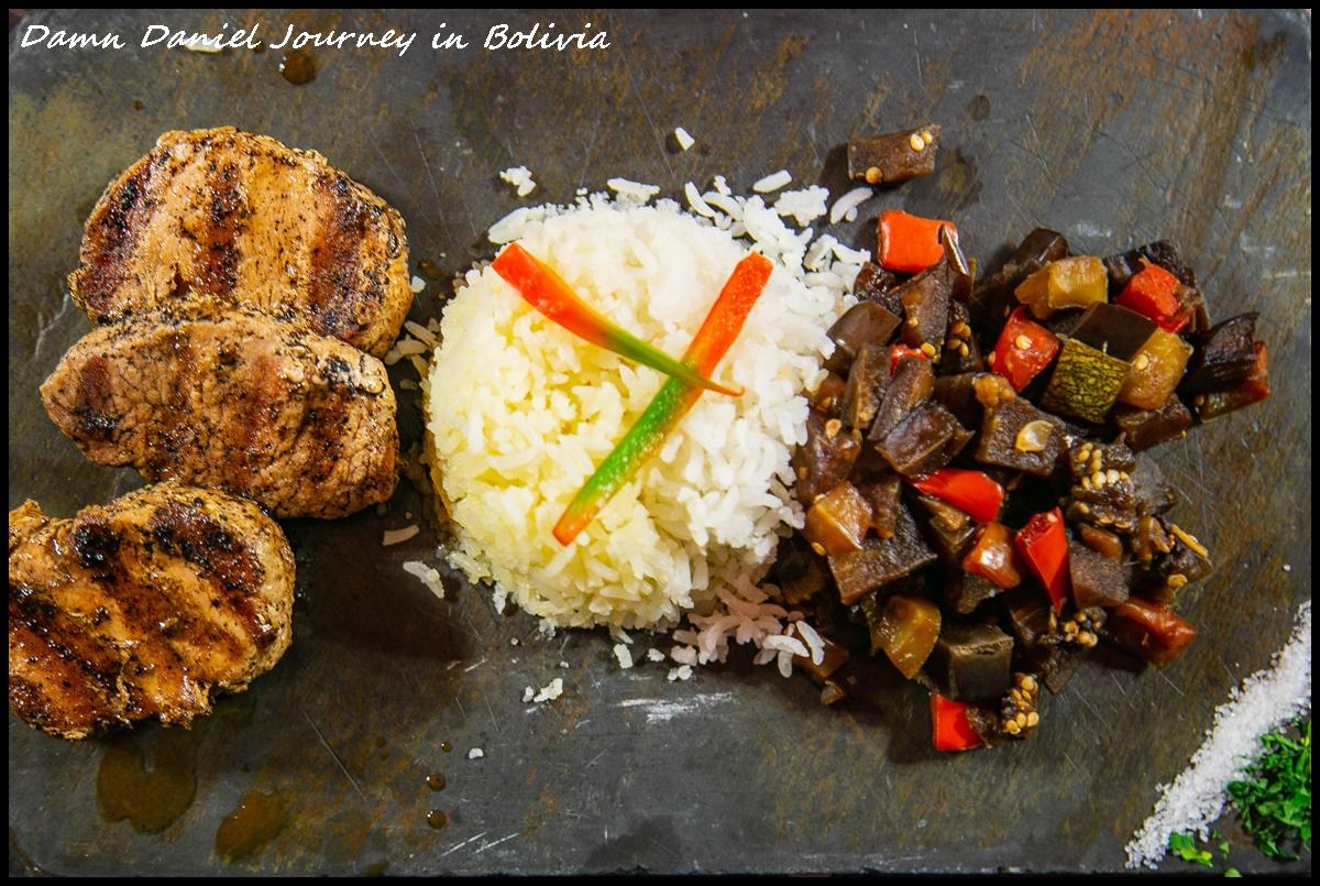 [玻利維亞烏尤尼]Restaurant Tika 欣賞天空之鏡之餘還能品嚐安地斯山脈特有生物 呆萌可愛的駱馬肉(llama) @小盛的流浪旅程