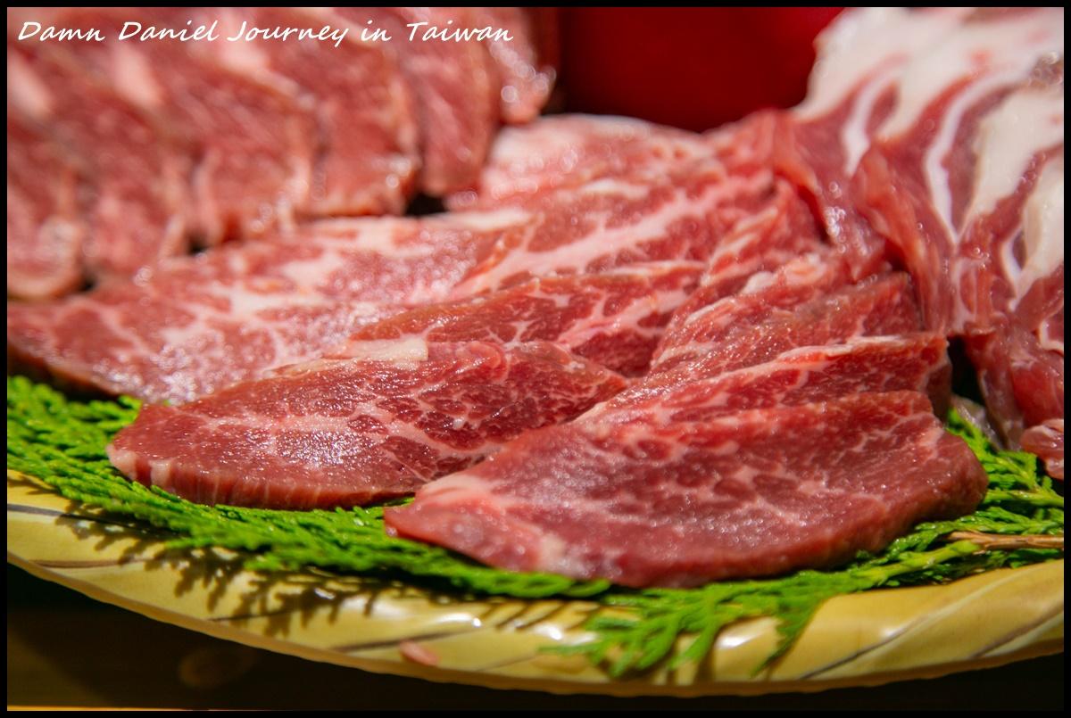 [高雄苓雅] 萩椛牛かつ專門店 期間限定聖誕套餐 頂級鮮肉及海鮮齊聚脂超浮誇耶誕拼盤 @小盛的流浪旅程