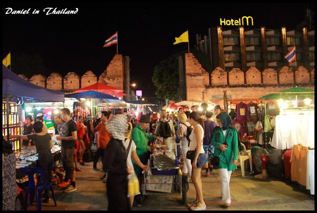 【泰國清邁】清邁必逛 獨特的設計小物琳瑯滿目的特色市集 週日市集 @小盛的流浪旅程