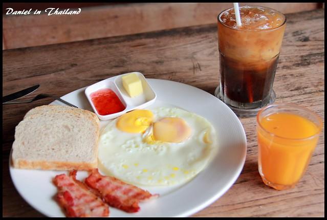 【泰國湄宏順】讓人感到一陣空虛的美式早餐 Sunflower Cafe @小盛的流浪旅程