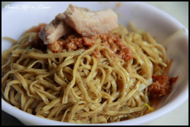 【台南中西區】阿龍意麵 與各類蔬菜混搭的奇特意麵 @小盛的流浪旅程