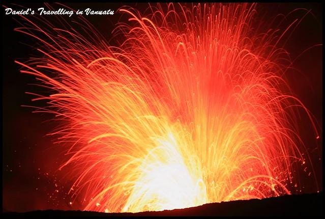 【萬那杜塔納島】Yasur Volcano 驚艷奇幻的活火山探險之旅 背包客Daniel推薦的私房秘境 @小盛的流浪旅程