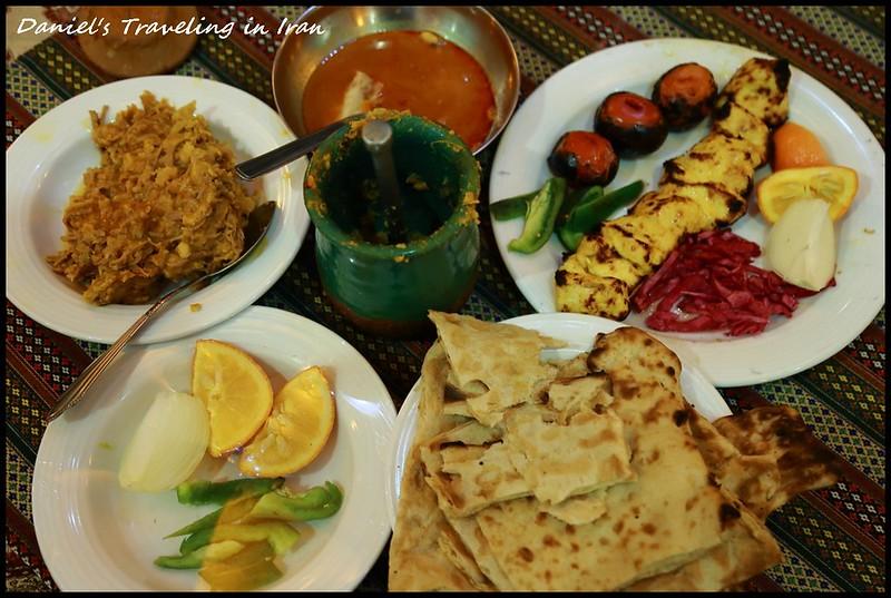 【伊朗Shiraz】Saraye Mehr traditional restaurant 感受最道地的波斯傳統料理Dizi @小盛的流浪旅程