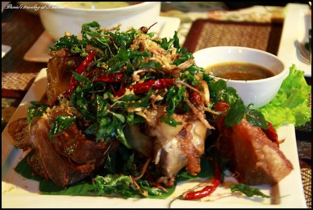 【泰國清邁】Paakdang Restaurant 河畔中享受最浪漫迷人的泰式餐廳以及美味豬腳 @小盛的流浪旅程