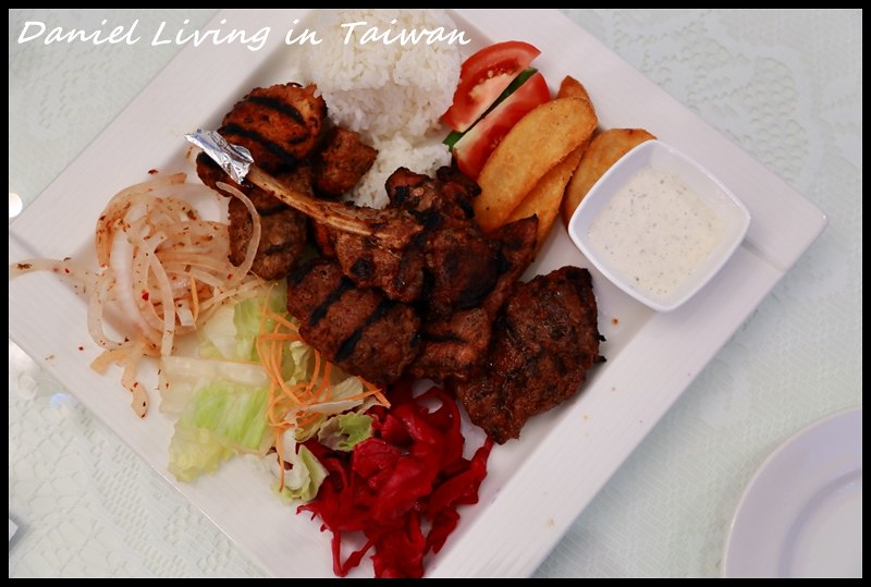 【台中勤美商圈】Galata Turkish Restaurant古拉塔土耳其餐廳 道地美味的土耳其風味料理 還有老闆可愛的兒女作陪陪玩 @小盛的流浪旅程