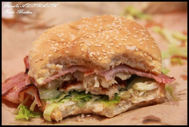 【澳洲布里斯本】oporto火烤雞肉漢堡搭配鳳梨的奇特風味 @小盛的流浪旅程