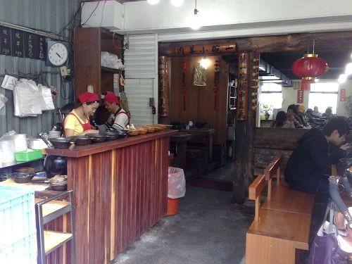 【台南中西區】松大沙茶爐 極致的扁魚湯頭、手工秘製爽口沙茶以及絕妙的隱藏版牛腩鍋風味 @小盛的流浪旅程