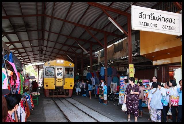 【泰國夜功】Maeklong鐵道市場 探索泰國最獨特市場 @小盛的流浪旅程