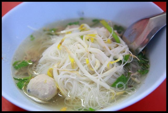 【泰國夜功】鐵道市場超獨特米粉湯 @小盛的流浪旅程