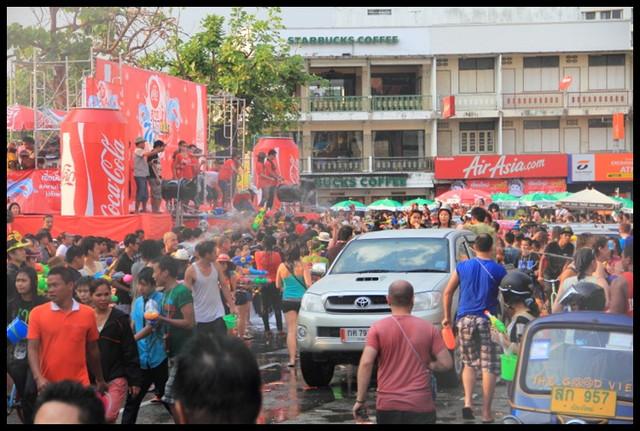 【泰國清邁】清邁潑水節Songkran Festival 世界上最大規模的水仗戰爭開打!! @小盛的流浪旅程