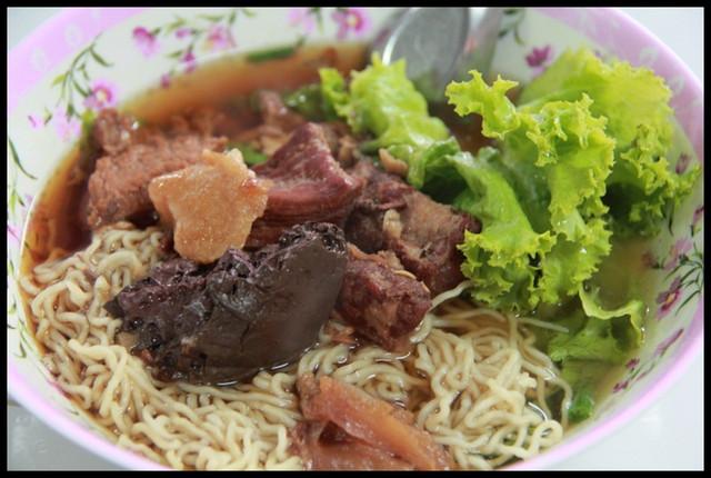 【泰國清萊】清萊市區不知名麵館 超獨特草藥風味湯頭 @小盛的流浪旅程