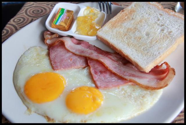 【泰國湄宏順】CROSSROADS 豐盛的美式早餐 @小盛的流浪旅程