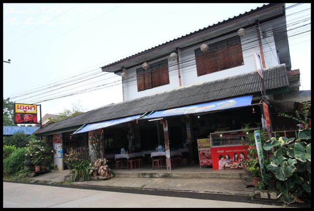 【泰國湄宏順】Pai城不知名米粉湯 & NongBeer Restaurant @小盛的流浪旅程