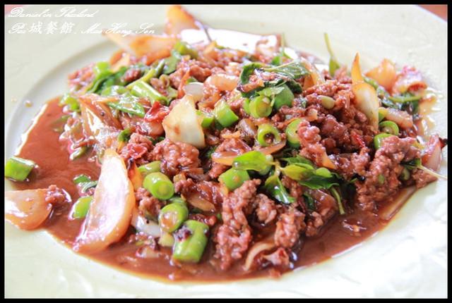 【泰國湄宏順】美味的路邊攤小餐館 只可惜服務態度沒有很好XD @小盛的流浪旅程